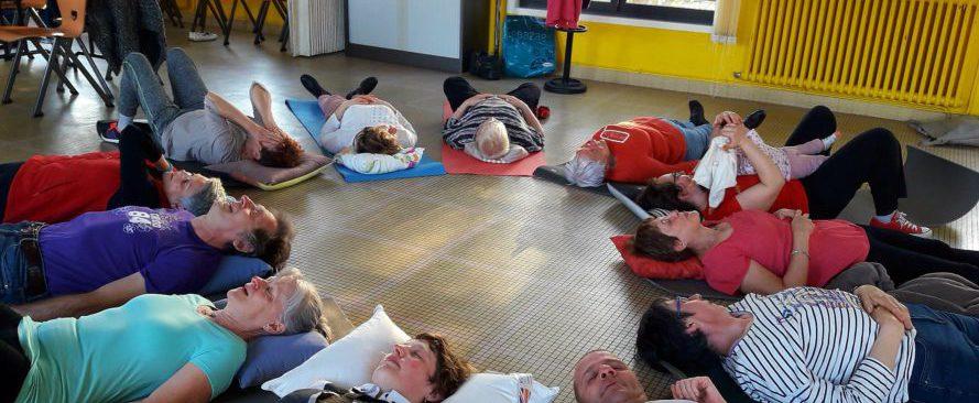 Seance groupe yoga du rire association Rire & Zen